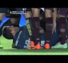 Carlos Tevez åker på en brutal flygtur